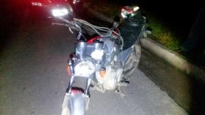 Segundo PRF, jovem de 24 teria perdido controle de sua moto, caído na pista e depois foi atropelado por caminhão.