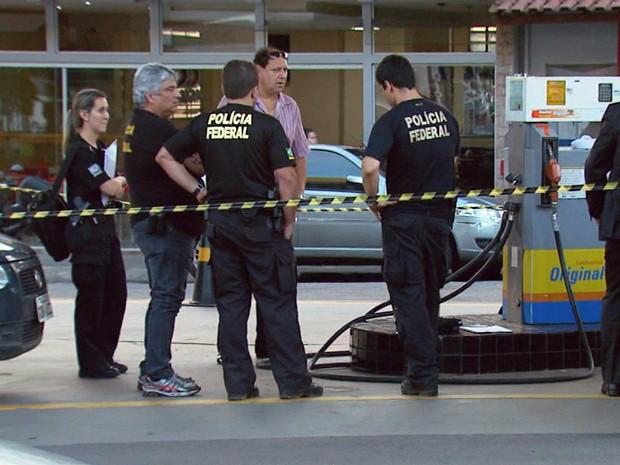 Agentes fiscalizam postos no sul de Minas. Foto: Reprodução EPTV