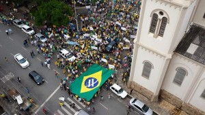 Cerca de 6 mil pessoas participaram da passeata, que durou 2 horas. Não houve registro de violência. Envie sua foto para nossa galeria.