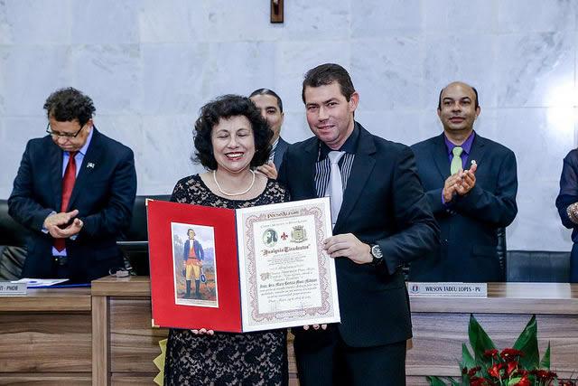 Maria Bertilia Muniz Madison foi homenageada por Adriano César Pereira Braga
