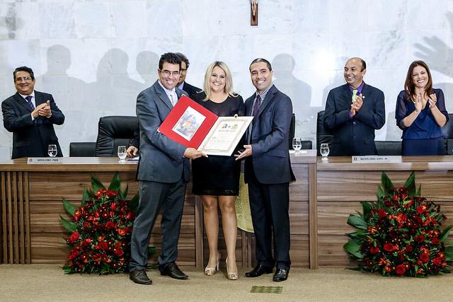 Mesa diretora homenageou Rose Alves da Cunha