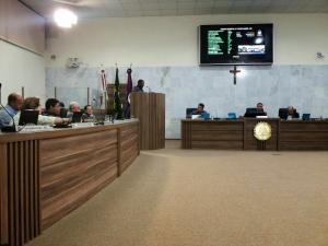 Atendendo reivindicação do Sindicato, Pedido de vistas retirou projeto de reajuste da pauta de votações. Sindicato pede um reajuste de 15%. Prefeitura oferece 8%.