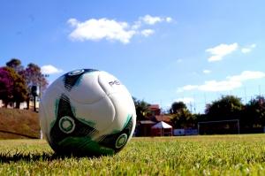A bola volta a rolar pela Copa COE a partir deste sábado (11), no estádio municipal Capitão Nelson Massafera. E ...