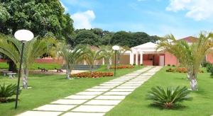 Condomínio oferece proximidade de centro urbano, infraestrutura de lazer completa e contato com a natureza.