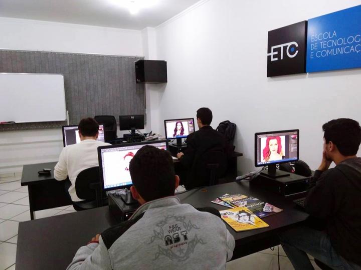 ETC - Escola de Tecnologia e Comunicação oferece cursos intensivos nas áreas de tecnologia e comunicação. Imagem: Divulgação