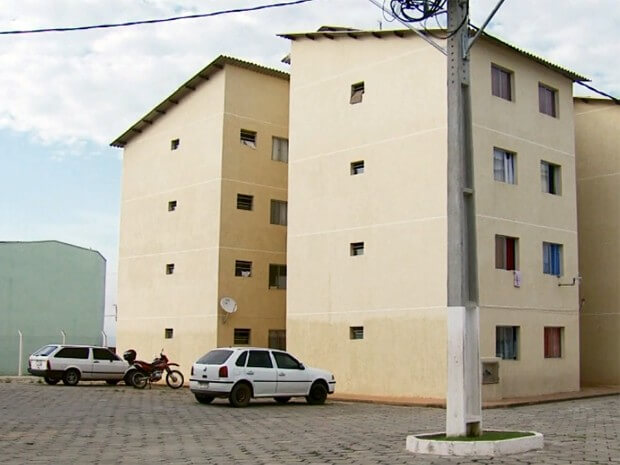 Moradores de condomínio ficam sem água por dívida com a Copasa em Pouso Alegre (Foto: Reprodução EPTV)