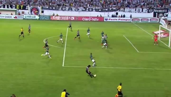 Jô estava em posição de impedimento quando fez o Gol do Atlético Mineiro.