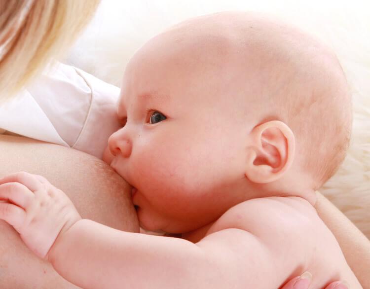 Leite materno ajuda a prevenir doenças.