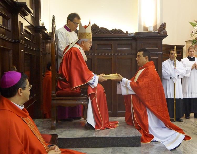 Cônego Vonilton tomou posse como Cura e pároco da Catedral