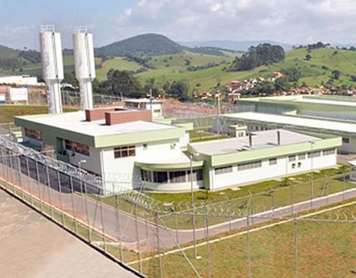 Decisão também foi tomada para outros presídios superlotados em Minas Gerais. Com capacidade para 302 condenados, presídio de Pouso Alegre tem hoje 795 presos.