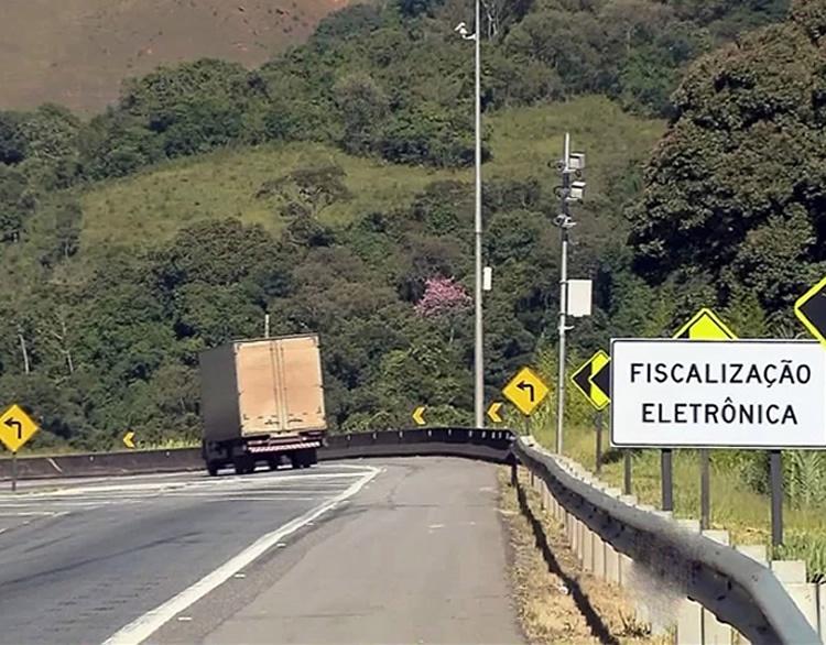 Radares da Fernão Dias passam a multar a partir de segunda-feira. Imagem: Reprodução EPTV