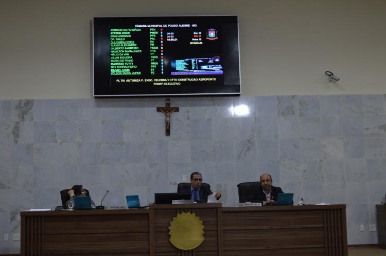 Projeto foi aprovado por 10 votos a cinco