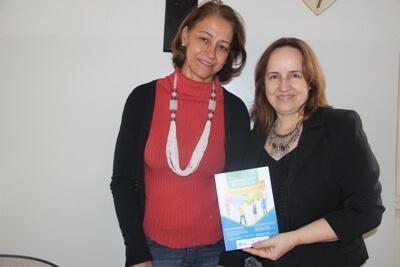 Professora Silvana e a  diretora da Escola Monsenhor José Paulino, Marileia Franco. Foto: Ascom FAI