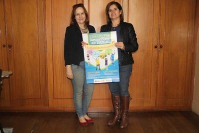 A vice-diretora da FAI, professora Silvana Lima, e a vice-diretora da Escola Dr. José Marques de Oliveira, Débora Padilha. Foto: Ascom FAI