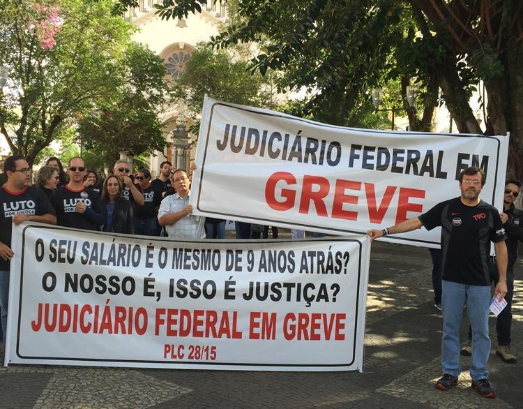 Servidores da Justiça Federal fazem protesto em Pouso Alegre