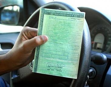 Documento só é entregue após o pagamento integral do IPVA, seguro obrigatório e taxa de licenciamento