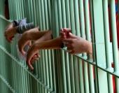 O sistema prisional brasileiro não tem estrutura para dar conta do aumento projetado para a população carcerária, caso a redução da maioridade penal seja aprovada pelo Congresso Nacional e sancionada pela Presidência da República. A opinião é de autoridades e pesquisadores que participaram hoje (3) do lançamento do Mapa do Encarceramento: os Jovens do Brasil. […]