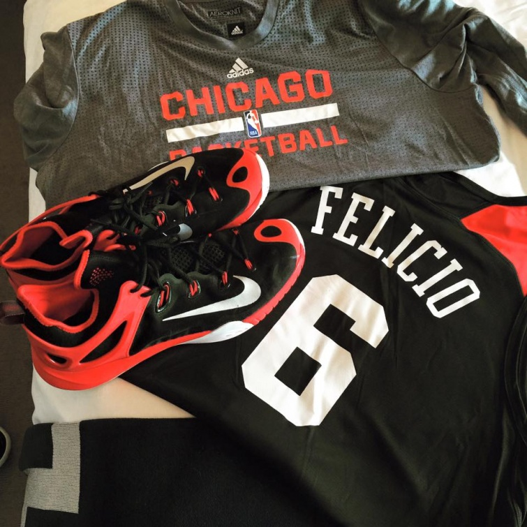 Felício agora e jogador do Chicago Bulls, time onde Michael Jordan fez história! Foto: reprodução facebook.