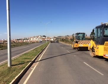 Previsão é que os reparos sejam realizados em 45 dias. Segundo a prefeitura, toda a via será recapeada.