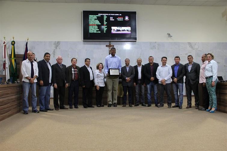 Cristiano Felício foi homenageado na Câmara de Pouso Alegre. Foto: CMPA