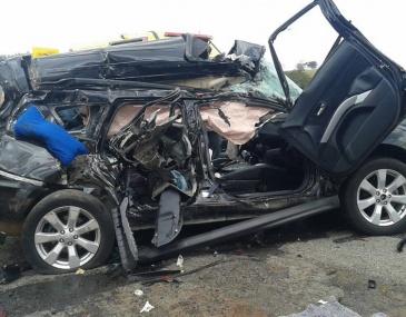 Causa do acidente ainda não foi informada; Outras duas pessoas ficaram gravemente feridas.