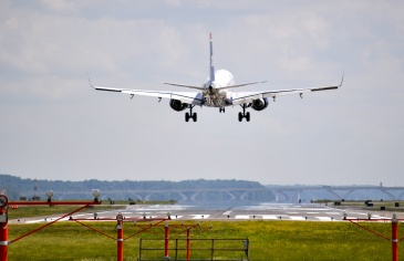 """O Governo de Minas Gerais anunciou na semana passada o investimento em sua malha aeroviária. Serão investigos R$ 77,2 milhões em três aeródromos, nas cidades de Itajubá, Manhuaçu e Três Corações. Os aeroportos regionais servem para conectar rotas e estimular a indústria e o agronegócio local. """"Difundir a aviação executiva permite que mais áreas atraiam […]"""