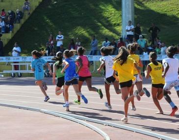 21 estudantes representam o município no atletismo