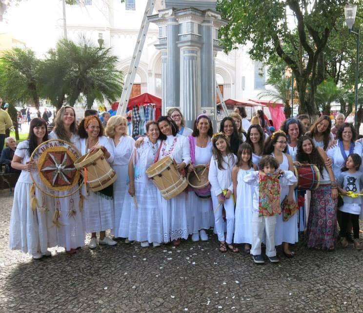 Participação especial das Caixeiras Amana Tykyra. Foto: Divulgação