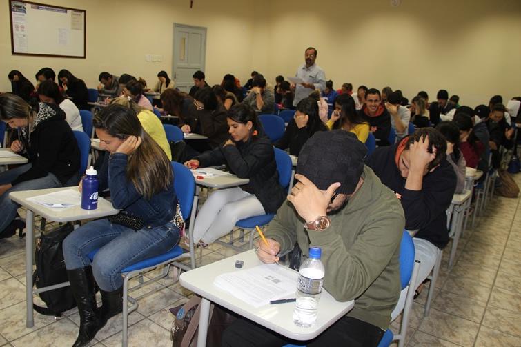 Concentração total: alunos de Administração durante a avaliação. Foto: Assessoria
