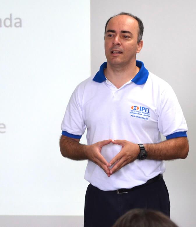"""O diretor do IPEL, Marcelo Dionísio: """"Em tempos de crise, e com menos postos de trabalho, as empresas tendem a notar mais a falta de capacitação."""""""