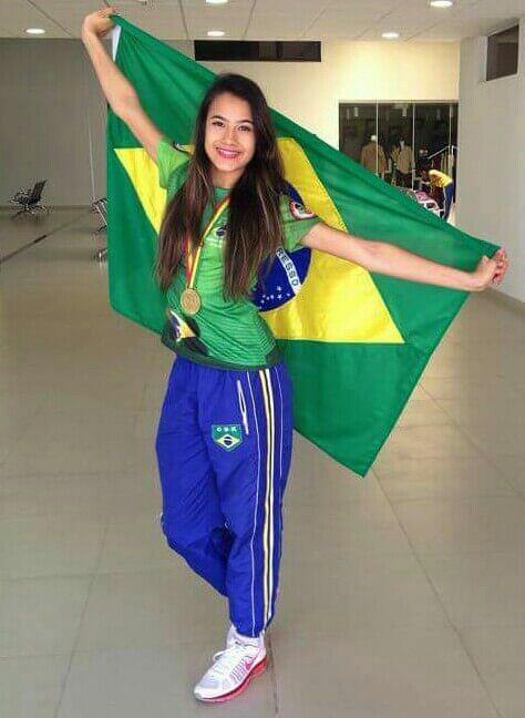 Bárbara Hellen Rodrigues, de 14 anos, levou a medalha de ouro no Campeonato Pan-americano de Karatê. Foto: Reprodução Facebook / Arquivo Pessoal