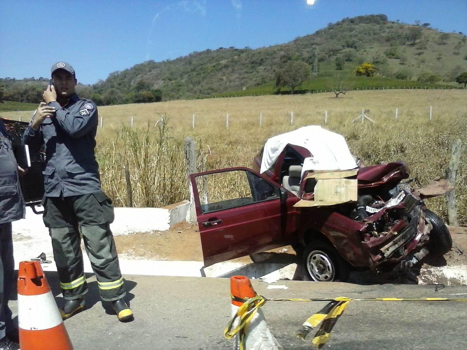 Pelo menos duas pessoas morreram no acidente. Foto enviada por leitores.