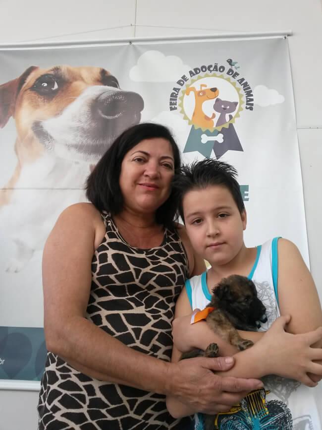 Salete e o filho adotaram Bethoven. Foto: Divulgação Serra Sul Shopping
