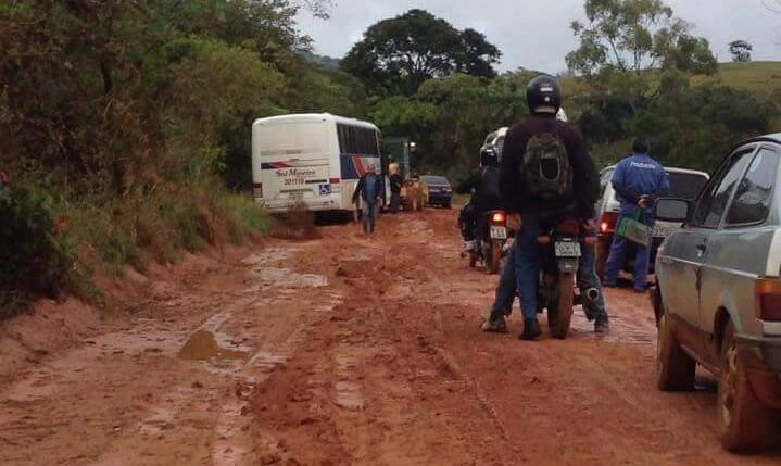 Muito utilizada, estrada ficou intransitável com chuva. Foto: Whatsapp