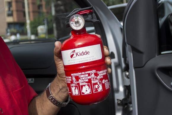 Obrigatório desde 1970, uso do extintor de incêndio em automóveis agora é facultativo. Foto: Arquivo/Agência Brasil