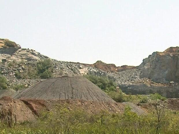 Detonação em pedreira foi apontada por populares como origem do tremor, mas proprietário nega (Foto: Reprodução/ EPTV)