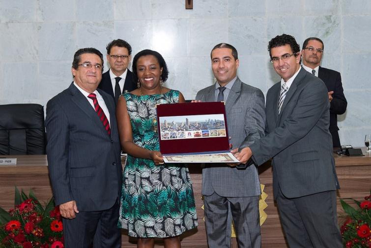 Andréa Silva Adão Reis foi homenageada pela Mesa Diretora