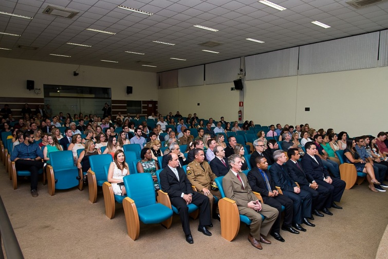 Personalidades, autoridades e familiares acompanharam o evento.