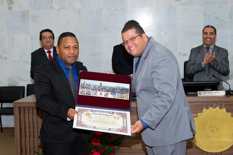 Agnaldo Estevam dos Santos foi homenageado pelo Ver. <a class='post_tag' href='http://pousoalegre.net/topicos/braz-andrade/' >Braz Andrade</a>