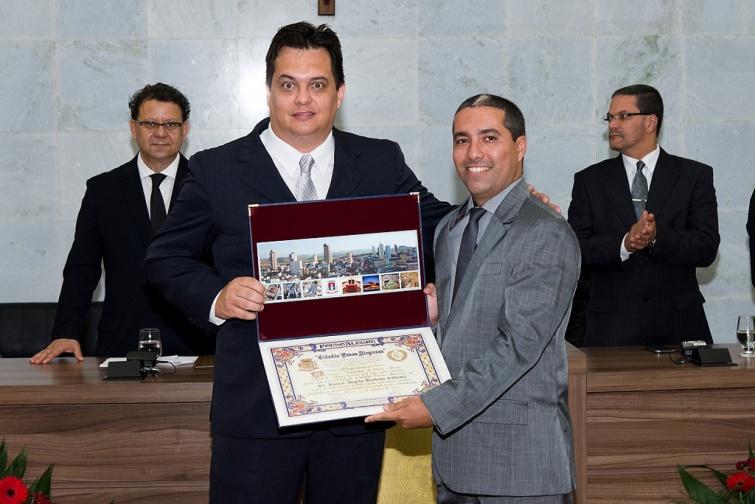 Romar Ângelo Barbato Silveira foi homenageado pelo Ver. <a class='post_tag' href='http://pousoalegre.net/topicos/rafael-huhn/' >Rafael Huhn</a>
