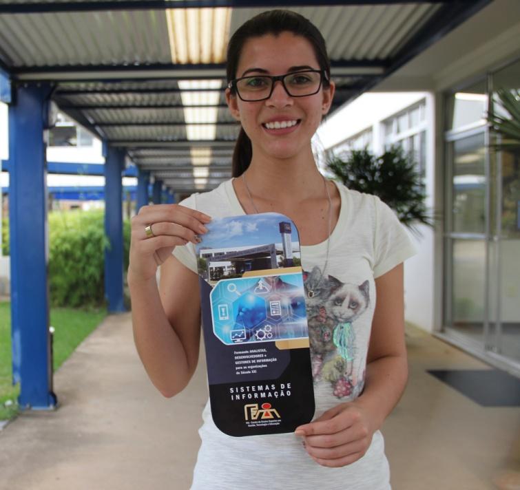 Aliane Aparecida Leal, aluna do 4º ano de SI, de Heliodora