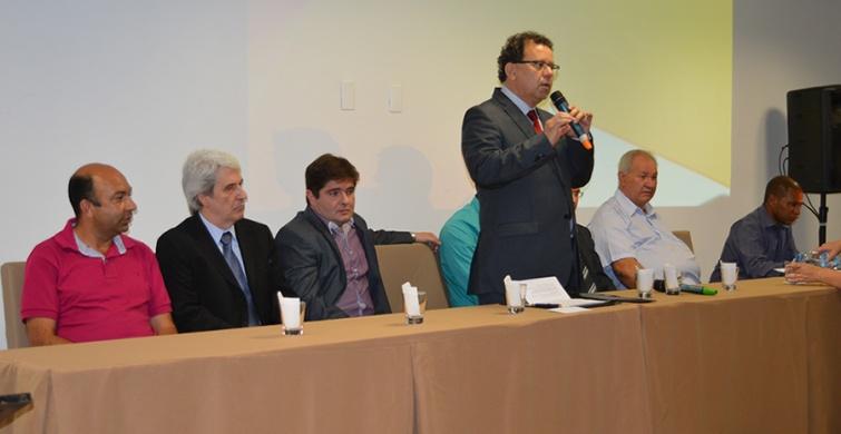A Mesa Diretora foi presidida pelo Prefeito Municipal de Pouso Alegre, Professor Agnaldo Perugini. Foto: PMPA