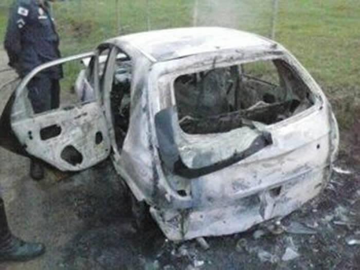 Corpo é encontrado carbonizado dentro de carro em Pouso Alegre. Imagem enviada por leitores.