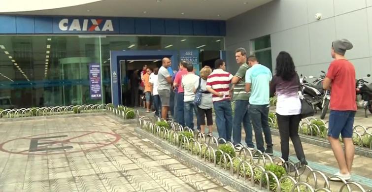 Com retorno, teve fila na porta de bancos hoje em Pouso Alegre. Foto: Reprodução EPTV