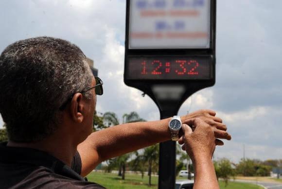 Horário de verão representa redução da demanda de 4% a 5%, em média. Arquivo / Agência Brasil