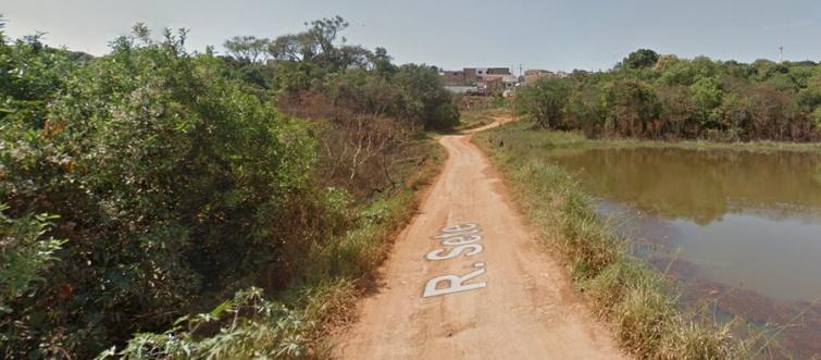 Local é cercado por uma mata e uma lagoa. Foto: Google Street View