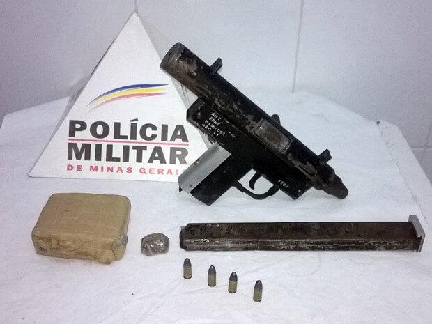 Polícia Militar apreende submetralhadora e maconha em Pouso Alegre (Foto: Polícia Militar)