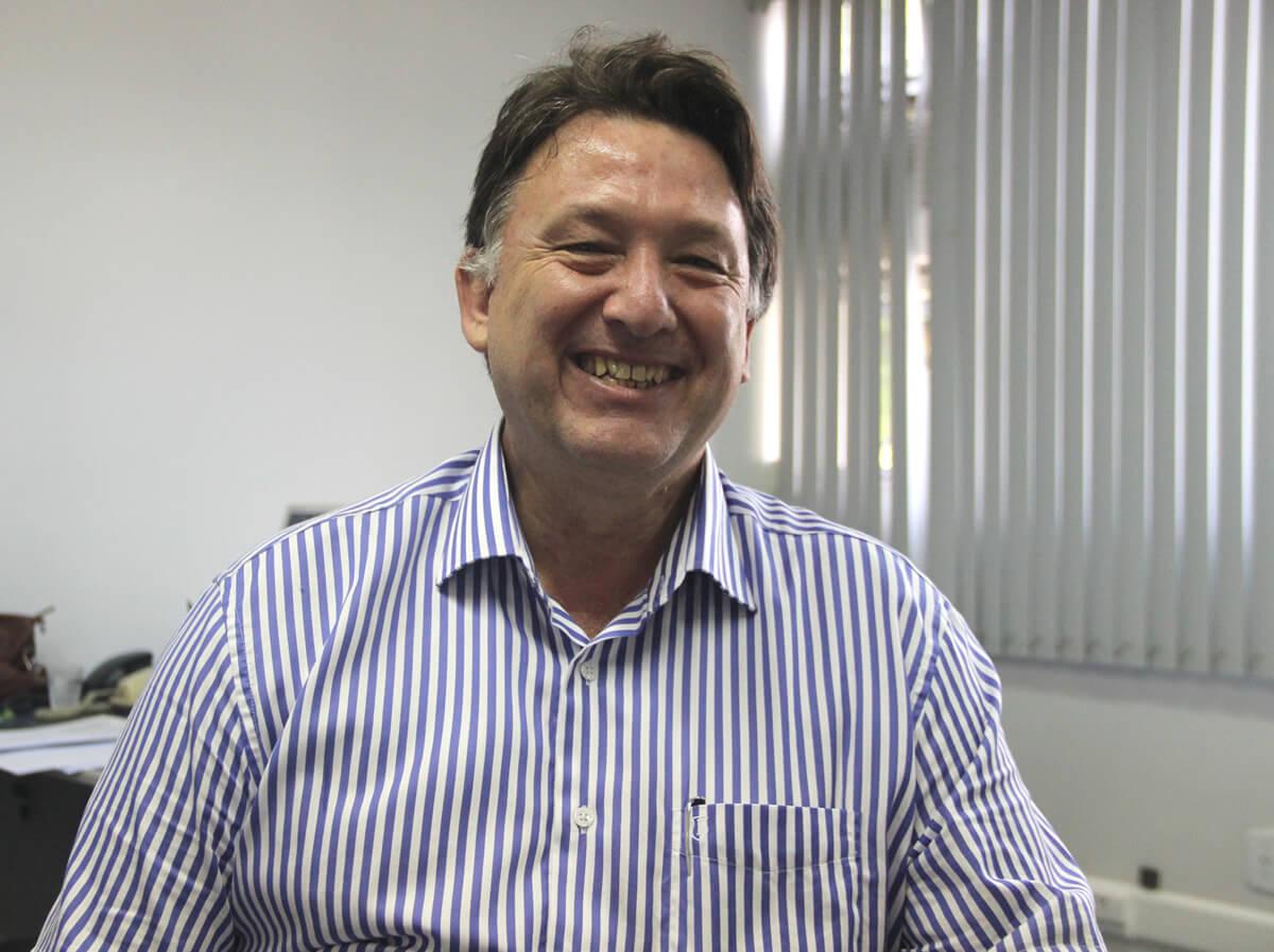 Professor da <a class='post_tag' href='http://pousoalegre.net/topicos/fai/' >FAI</a>, Aldo Morelli, defendeu tese de doutorado na Universidad de la Empresa - UDE, em Montevideo. Foto: Ascom <a class='post_tag' href='http://pousoalegre.net/topicos/fai/' >FAI</a>