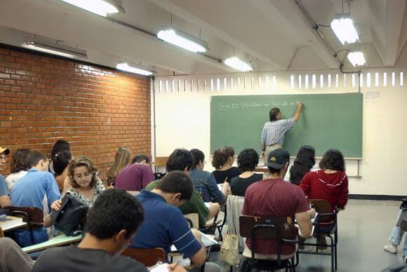 Os salários iniciais dos professores no Brasil são menores do que em outros países latino-americanos, como Chile, Colômbia e México, para todos os níveis educacionais. Arquivo/Agência Brasil