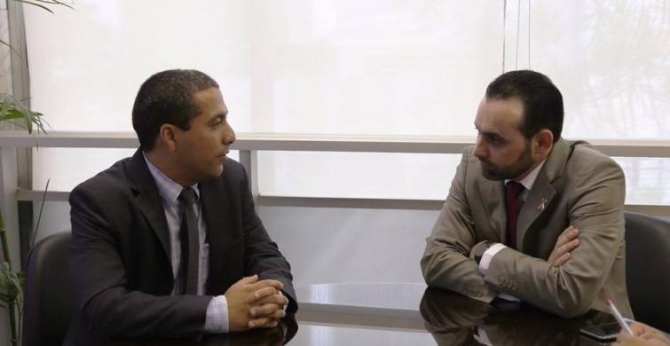 Rafael Huhn (Rede) reunido com o autor da proposta, Ulysses Gomes (PT). Foto: Ascom